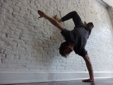 michael-taylor-yoga-handstand-wall-600